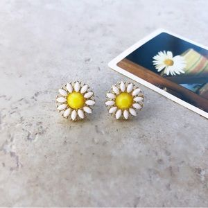 Flower Stud Earrings yellow and white